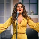 Η Μπέττυ Χαρλαύτη καλεσμένη του Λιβανελί στην Τουρκία για να τραγουδήσει Μίκη Θεοδωράκη