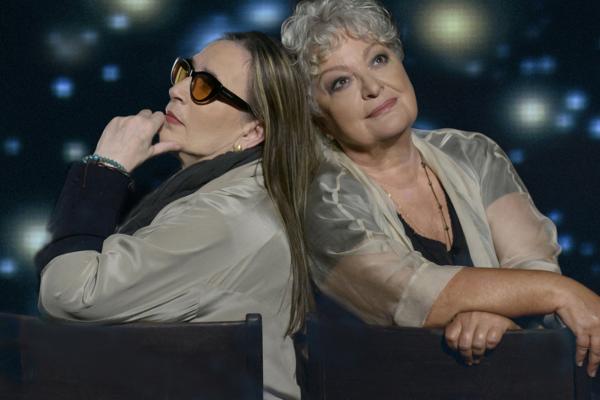 Η Τάνια Τσανακλίδου και η Λίνα Νικολακοπούλου στο Βεάκειο Θέατρο και στο Κατράκειο Θέατρο.