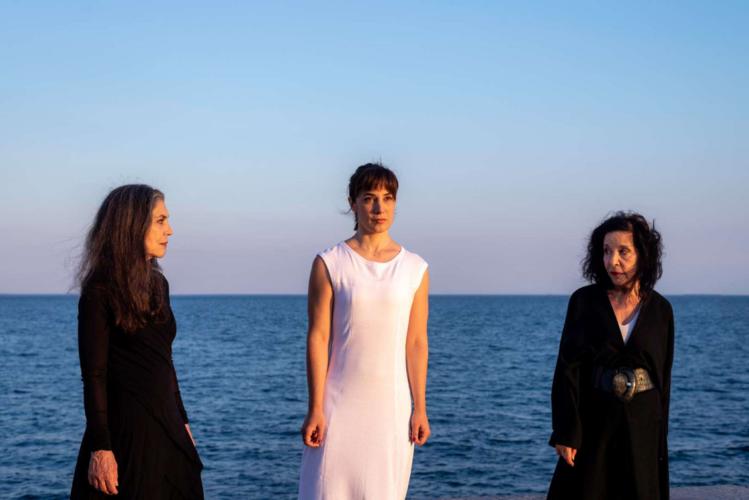 """Μίνα Αδαμάκη & Σαβίνα Γιαννάτου μαζί στη σκηνή για τη """"ΦΑΙΔΡΑ"""" στο Θέατρο Πέτρας"""
