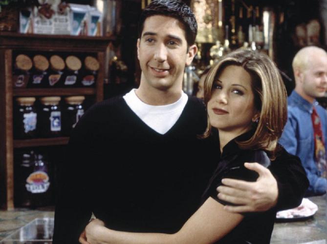 Η Jennifer Aniston απαντά στις φήμες περί σχέσης με τον David Schwimmer