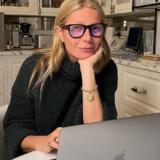 Η Gwyneth Paltrow ποζάρει τόπλες για τη νέα της σειρά κοσμημάτων