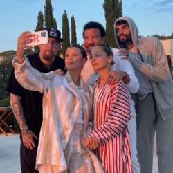 Οι νέες φωτογραφίες του Lionel Richie με την οικογένεια του στην Ελλάδα