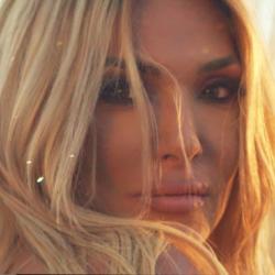 Η Αγγελική Ηλιάδη φέρνει «Έναν Αύγουστο» με το νέο της single & music video