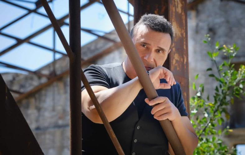 Ο Αλέκος Ζαζόπουλος επιστρέφεi στη δισκογραφία και αποκαλύπτει ποιο είναι το κρυφό του πάθος!