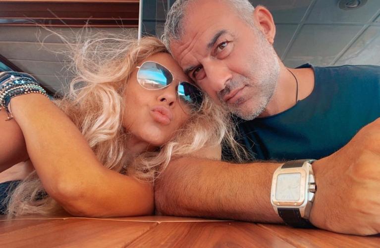 Οι καλοκαιρινές διακοπές της Γωγώς Μαστροκώστα και τα παιχνίδια με τον σύζυγό της Τραϊανό Δέλλα