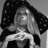To video του Mega με την Ελένη Μενεγάκη, λίγο πριν την πρεμιέρα της εκπομπής της