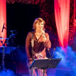 Κωνσταντίνας: Μια Ελλάδα φως και τραγούδια πλημμύρισαν το Κηποθέατρο Παπάγου!