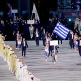 Ολυμπιακοί Αγώνες: Η είσοδος της ελληνικής ομάδας στο στάδιο του Τόκιο με σημαιοφόρους την Άννα Κορακάκη και τον Λευτέρη Πετρούνια