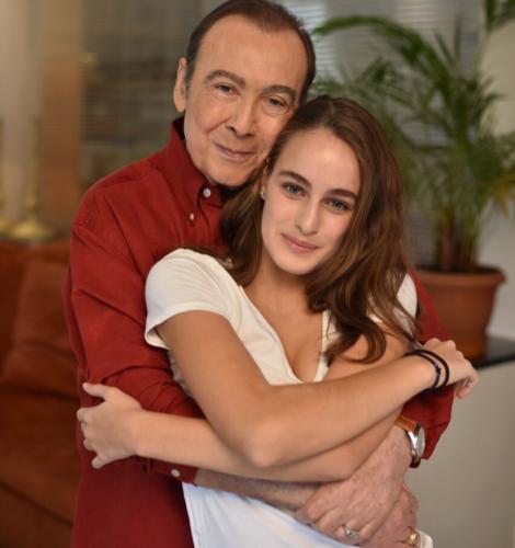 """Μαρία Βοσκοπούλου: """"Ραγίζει"""" καρδιές η κόρη του Τόλη Βοσκόπουλου με την ανάρτηση της μετά το θάνατο του"""