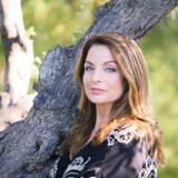 Η Γη της ελιάς: Η Άντζελα Γκερέκου τραγουδάει Τόλη Βοσκόπουλο στα γυριστά της σειράς