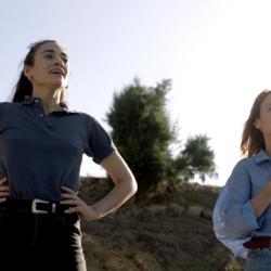 Καρτ ποστάλ: Με τις Λένα Παπαληγούρα και Μελισσάνθη Μάχουτ στα γυρίσματα του νέου επεισοδίου της σειράς της ΕΡΤ