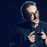 Θα πέσουν οι μάσκες: Stand up comedy με τον Γιώργο Ριζόπουλο στο Θέατρο Χυτηριο