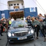 """Έφτασε η σορός του Μίκη Θεοδωράκη στα Χανιά για το τελευταίο """"αντίο"""""""