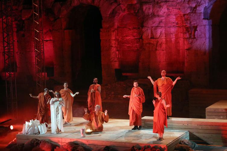 Τα αγάλματα περιμένουν: Θερμό χειροκρότημα στο Ηρώδειο