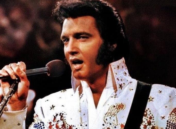 Elvis Presley: 1.000.000 δολάρια σε δημοπρασία για μια από τις λευκές ολόσωμες φόρμες του