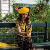 Emily in Paris: Η Lily Collins με φόρεμα Έλληνα σχεδιαστή