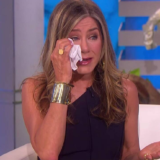 H Jennifer Aniston πήγε στην εκπομπή της Ellen DeGeneres και ξέσπασε σε κλάματα