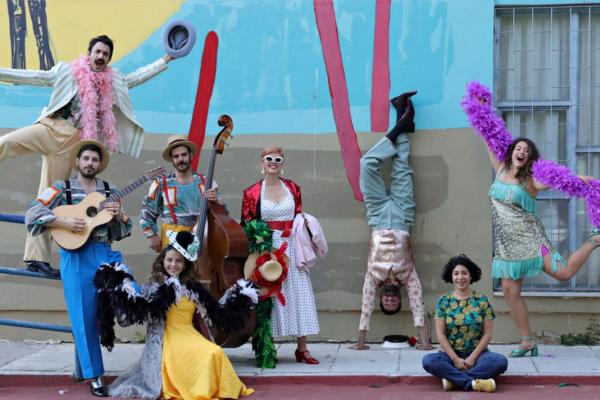 H ομάδα Oper(o) στο Φεστιβάλ Λυρικός Νότος με τη νέα τους παραγωγή «O θίασος Velatοura στην πλατεία»