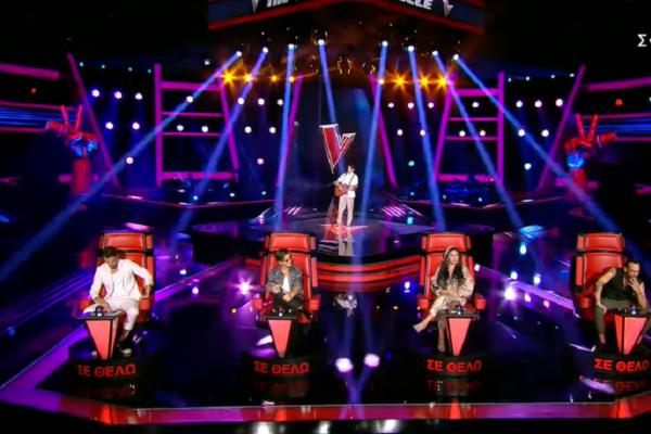 Ο γιος γνωστού τραγουδιστή ανέβηκε στη σκηνή του The Voice και πέρασε στην επόμενη φάση
