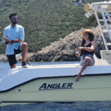 Fishy: Ο Γιάννης Τσιμιτσέλης με την Αποστολία Ζώη ρίχνουν άγκυρα στην Κεφαλλονιά