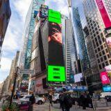 Marseaux: Έγινε η νεότερη Ελληνίδα τραγουδίστρια που μπήκε σε Billboard στην Times Square!
